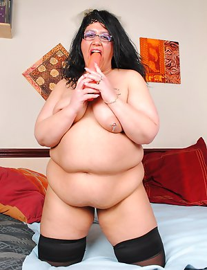 Naughty BBW playing with herself