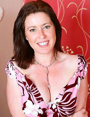 Hairy-British-Housewife